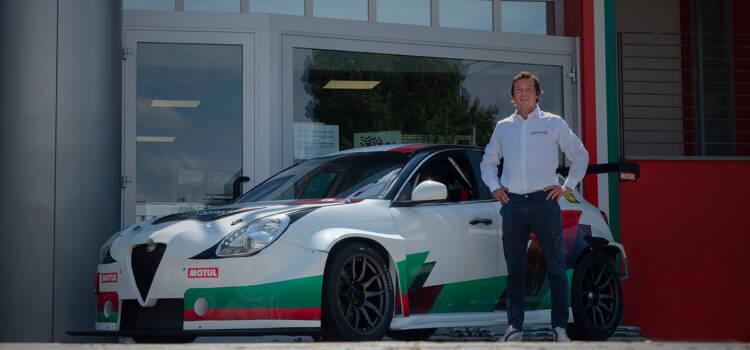Jean-Karl-Vernay-signe-chez-Romeo-Ferraris